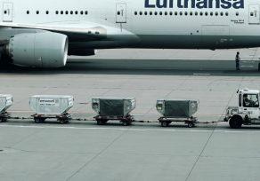 Contenedores de carga aérea.